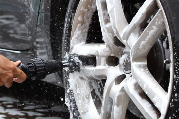 Brush Hero: щетка для мытья колес