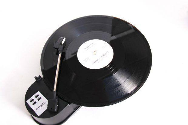 Проигрыватель виниловых пластинок с возможностью их оцифровки в MP3
