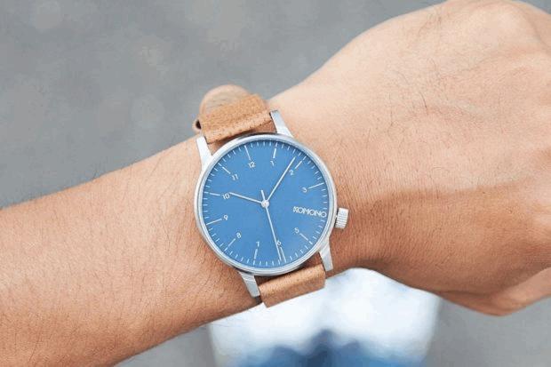 Стильные часы Konomo
